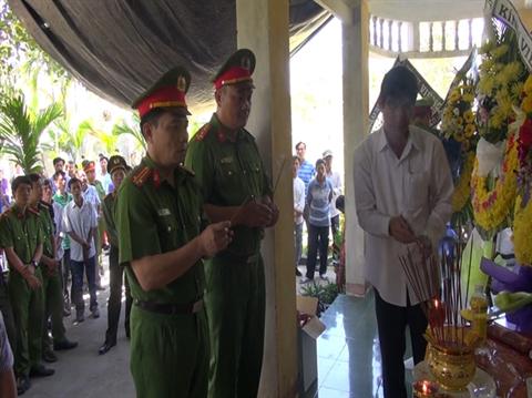 Quảng Ngãi: Nghẹn lòng đám tang chiến sĩ công an hy sinh cứu người