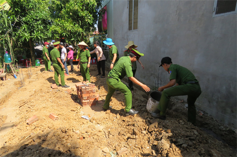 Tuổi trẻ Công an Đồng Tháp chung tay xây dựng nông thôn mới