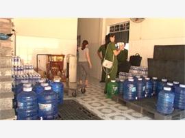 Nguy hiểm từ nước đóng chai không an toàn
