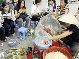 Thức ăn đường phố - Nguy cơ mất an toàn vệ sinh thực phẩm