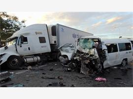 Xe đón dâu bị xe container đâm, 13 người thiệt mạng