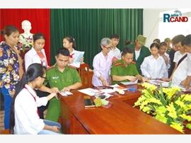 Công an thị xã Phổ Yên tăng cường về cơ sở cấp chứng minh nhân dân cho công dân
