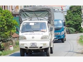 Xe ô tô né trạm thu phí cao tốc Hà Nội – Bắc Giang : nguy hiểm cận kề