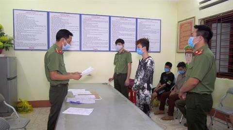 Khởi tố 5 đối tượng tổ chức cho gaafn200 người xuất, nhập cảnh trái phép qua biên giới Việt Nam – Trung Quốc