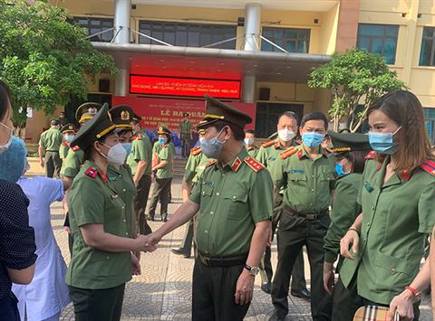 Đoàn 166 y, bác sỹ CAND lên đường chi viện Bắc Giang