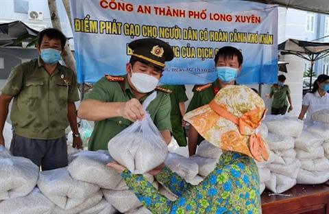 Hơn 200 tin nhắn với mong muốn cung cấp lương thực của người dân chỉ trong vòng 1h
